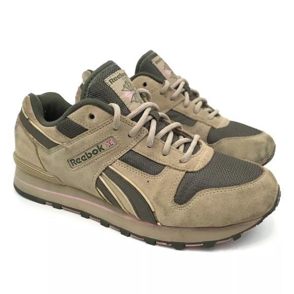 9b777f9648d Reebok Classic Retro Suede Athletic Running Shoes.  M 5b2f3bacdf030792a7cf1c0c